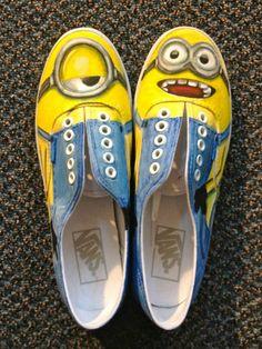 Minions van Despicable me als inspiratie Painted Canvas Shoes, Hand Painted Shoes, Painted Vans, Painted Sneakers, Image Minions, Minions Minions, Minion Humor, Customised Vans, Sharpie Shoes