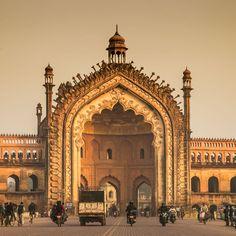 Rumi Darwaza gateway in Lucknow, India Indian Architecture, Roman Empire, Incredible India, Asia Travel, Barcelona Cathedral, Pakistan, Taj Mahal, Rome, Beautiful Places