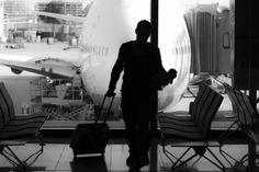 Poate aeroportul nu este tocmai locul pe care l-ai alege pentru fotografii artistice, insa o mica intarziere poate pune la contributie mintile creative ale fotografilor. Imaginea pasagerului nemult... Pune, Fotografia