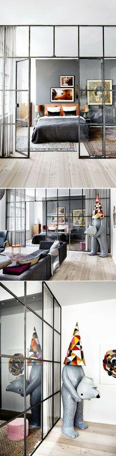 Une verrière entre la chambre et le salon dans un appartement atypique de luxe    http://www.homelisty.com/verriere-interieure/