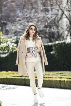 Lovely Pepa: all beige, bege na calça. Blusa branca e casaco bege