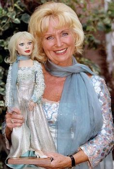 Being Lady Penelope: Thunderbirds co-creator Sylvia Anderson looks back on her extraordinary life Science Fiction, Joe 90, Thunderbirds Are Go, Mother Pictures, Wicked Game, Country Music Singers, Sci Fi Tv, Kids Tv, Classic Tv