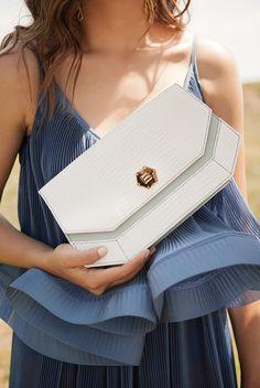 Ballen Pellettiere - Xelia Bag - Campaign Shot by Andrea Swarz - Model Camila Avella Ss 15, Bago, Continental Wallet, Leather Bag, Chic, Style, Fashion, Templates, Craft Work