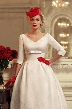 Vintage Wedding Dress / White and Red Retro Fashion Retro Mode, Mode Vintage, Retro Chic, Vintage Ladies, Retro Vintage, Vestidos Vintage, Retro Fashion, Fashion Art, Vintage Fashion
