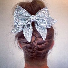 I love this hairdo and bow!!