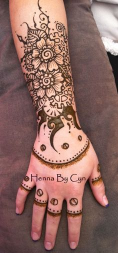 Pinned already, but this is a better angle. Henna Arm, Hand Henna, Flower Henna, Mehndi Patterns, Real Tattoo, Simple Henna, Mehndi Art, Henna Designs, Tatoos