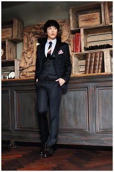 Jung Yong Hwa on Check it out! Kang Min Hyuk, Lee Jong Hyun, Jung Hyun, Jung Yong Hwa, Lee Jung, Cnblue, Minhyuk, Kpop Fashion, Korean Fashion
