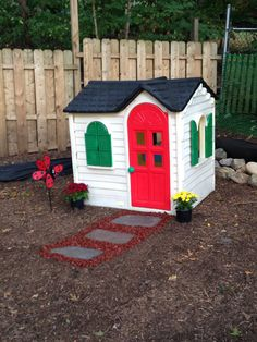 Step 2 Playhouse Makeover : this DIY project was rather easy to do. Turn an old, worn out outdoor toy into a cute little playhouse! :) enjoy! #playhousemakeover #diy #step2playhouse #LittleGoobersParty