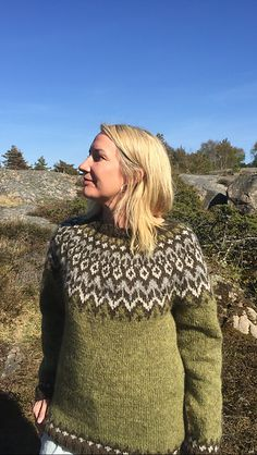 Sweater Knitting Patterns, Knitting Ideas, Norwegian Knitting, Clover Green, Fair Isle Knitting, Green Sweater, What To Wear, Pullover, Sweaters