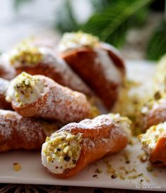 Tasty Dumpling: Cannoli - Italian tubes with cream cheese - Tasty Dumpling: Can. Greek Recipes, Italian Recipes, Cannoli, Dumpling, Chinese Food, Mozzarella, Truffles, Sausage, Sweets