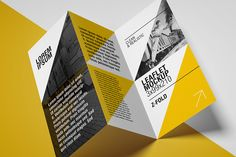 Free leaflet mockup / Z Fold
