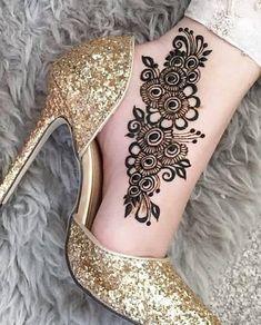 Pretty Henna Designs, Modern Henna Designs, Henna Designs Feet, Floral Henna Designs, Basic Mehndi Designs, Henna Tattoo Designs Simple, Beginner Henna Designs, Legs Mehndi Design, Latest Bridal Mehndi Designs
