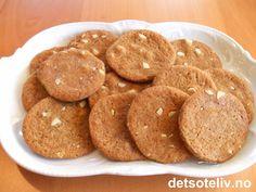 """""""Sirupspletter"""" er nydelige småkaker som ligner litt på pepperkaker, men du…"""