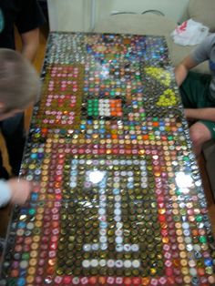 Decorate a Beer pong table with bottle caps, my next DIY project... But for the boyfriend