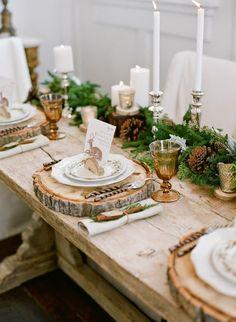 Decoración navideña con mucha madera. Decoración de la mesa para Navidad. #mesanavideña #mesarustica #madera #estiloydeco #deconavidad