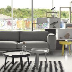 Op de Rest bank van Muuto kun je heerlijk uitrusten. Verkrijgbaar in twee groottes en met bijpassende pouf. www.houtmerk.nl/Bank-Muuto-type-Rest