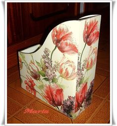 home decor art Craft Projects, Projects To Try, Decoupage Box, Country Paintings, Magazine Holders, Antique Boxes, Art Decor, Home Decor, Diy And Crafts