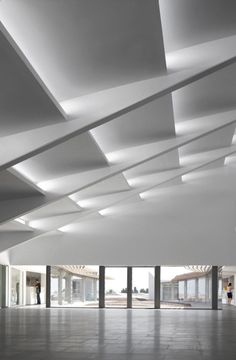Choose from the largest collection of Latest False Ceiling Design & Decorating Ideas to add style. Discover best False Ceiling inspiration photos for remodel & renovate, here. Architecture Design, Light Architecture, Contemporary Architecture, Amazing Architecture, Natural Architecture, House Ceiling Design, Roof Design, Design Design, Lumiere Photo