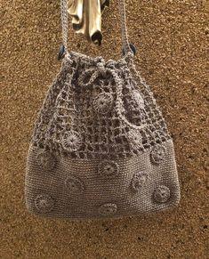 Handmade Bags And Purses Crochet Crochet Purse Patterns, Crochet Tote, Crochet Handbags, Crochet Purses, Crotchet Bags, Knitted Bags, Drawstring Bag Diy, Bag Women, Crochet Shell Stitch