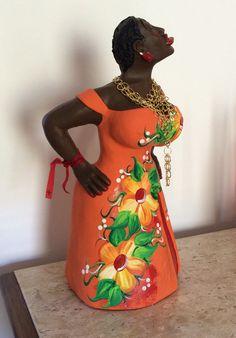 Outra boneca charmosinha chegou no pedaço e foi customizada c/um colar e a tradicional fita do Bonfim!
