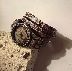 Bronz, Párizs nevezetességeivel festett óralap nyomott mintás csokibarnára festett marhabőr karkötőn Watches, Accessories, Fashion, Moda, Wristwatches, Fashion Styles, Clocks, Fashion Illustrations, Jewelry Accessories