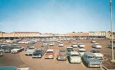 Memphis' Poplar-Highland Plaza An early view of the north and northeast store blocks at Memphis' first regional shopping center. King Of Prussia Mall, Bluff City, Modern Store, Business Pictures, Memphis Tennessee, Shopping Center, Back In The Day, Dolores Park, History