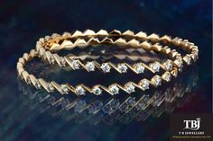 Heart winning Gold and Diamond Bangles - herounited Amethyst Armband, Amethyst Bracelet, Diamond Bracelets, Silver Bracelets, Bracelets Or, Gold Necklaces, Diamond Jewellery, Gold Bangles Design, Jewelry Design