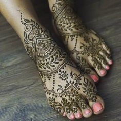 green henna mehndi design for feet #mehndidesign #henna #hennadesign #mehndidesignforfoot