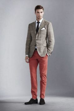3 of my current obsessions: plaid blazer, red pants, and suede shoes. Salmon Pants, Mode Bcbg, Coral Pants, Orange Pants, Windsor, Look Fashion, Mens Fashion, Preppy Style, My Style