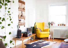 fauteuil jaune nordique en bois dans salon chic