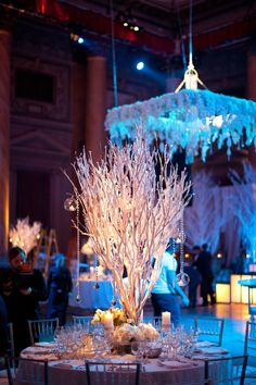 Perfect for a winter wonderland wedding! Photograph by: Adam Sjöberg, Nathan Smith and Joanna Michealides for Ira Lippke Studios