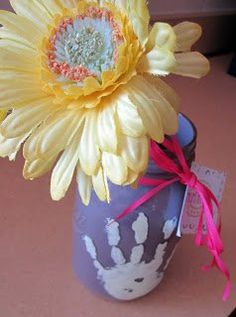 Kids Craft for Mother's Day! via @Christinasadventures