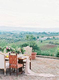 Tuscan Hills engagement shoot: http://www.stylemepretty.com/destination-weddings/2017/03/24/a-colorful-engagement-in-the-hills-of-tuscany/ Photography: Darya Kamalova - http://www.thecablookfotolab.com/