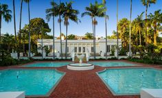 """Say hello to . The Montecito, Calif., mansion (named El Fureidis) where mobster Tony Montana (Al Pacino) and Elvira Hancock (Michelle Pfeiffer) tied the knot in """"Scarface"""" is up for g. Mega Mansions, Mansions For Sale, Mansions Homes, Montana, Al Pacino, Film Scarface, Palaces, Villas, Exterior"""