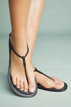 0a20b531a008 Bernardo Lilly Sandals Flat Sandals