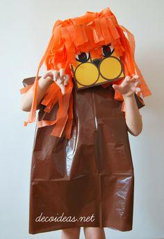 Disfraz de León realizado con bolsa de basura, caja de zapatos y papel de seda...<3 DIY Lion costume.