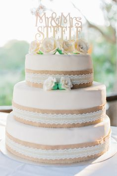 shabby chic vintage style wedding cake | SouthBound Bride www.southboundbride.com Credit: Rensche Mari