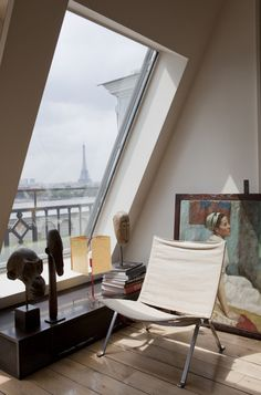 Paris apartments and interior design inspiration selected by HomeToday. Paris Apartment Interiors, Parisian Apartment, Paris Apartments, Attic Apartment, French Apartment, Art Interiors, French Interiors, Apartment Therapy, Home Interior