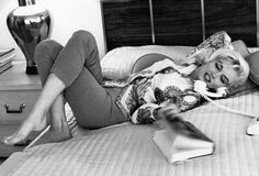 Marilyn at the home of Tim Leimert, friend of George Barris. Photo by George Barris, Hollywood Glamour, Classic Hollywood, Old Hollywood, Hollywood Hills, North Hollywood, Estilo Marilyn Monroe, Marilyn Monroe Photos, Rare Marilyn Monroe, Blog Fotografia