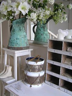 Love the touch of turquoise with the brown & white!
