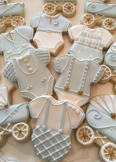 The best baby shower cookies for boy babies, baby shower cookies for girl babies and neutral baby shower cookies. From decorated baby shower cookies with royal icing, fondant baby shower cookies, simple baby shower cookies & so much more! #babyshowercookies