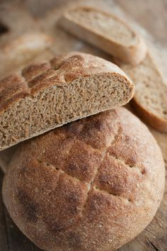Fast No-Knead Whole Wheat Bread ~~~ 2 cups whole wheat flour ½ cup whole rye flour ½ cup coarse cornmeal 1 teaspoon instant yeast 1 ½ teaspoons salt Oil as needed Wheat Bread Recipe, Bread Recipes, Cooking Recipes, Cooking Bread, Fast Recipes, Pan Integral, No Knead Bread, Rye Bread, Baking Stone
