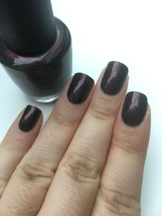 Petite pose du vernis OPI, Muir Muir on the wall 💅🏽 pour cette semaine 👍🏼 #onglescourts #ongles #ongle #polish #lauriane #lauriane_nails #vernis #nail #nails #opi #opimuirmuironthewall