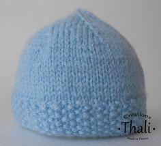 Des petits bonnets pour les prématurés en point de riz et jersey décliné en 6 tailles.