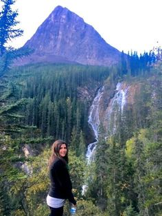 Looking for tips for your Banff National Park roadtrip? My husband and I spent 4 days exploring the area. Here's our tips on the top must-see sites! Yoho National Park, National Parks, Newfoundland Tourism, Banff Canada, Alberta Canada, Alberta Travel, Western Canada, Canada Travel, Canada Trip