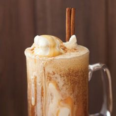 PERFECT for a fall dessert :) Apple Cider Float: 2 cups apple cider, 1 cinnamon stick, 1 cup vanilla ice cream, 1 tbsp. I Love Food, Good Food, Yummy Food, Milk Shakes, Fall Recipes, Holiday Recipes, Recipes Dinner, Healthy Recipes, Dinner Ideas