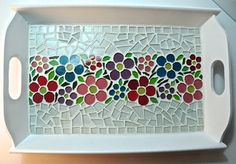 mosaic tray sample can be basic or intricate depending on students age.younger set can use paper and mod podge Más Mosaic Tray, Mosaic Pots, Mosaic Glass, Mosaic Tiles, Stained Glass, Glass Art, Mosaic Crafts, Mosaic Projects, Mosaic Artwork