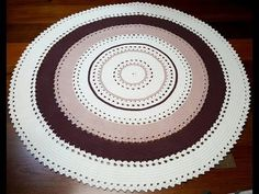 TecnohGamers shared a video Crochet Circle Pattern, Crochet Circles, Crochet Round, Crochet Quilt, Diy Crochet, Doily Rug, Crochet Carpet, Crochet Videos, Crochet Designs
