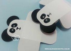 Kit festa personalizado para o mesversário do seu bebê. Tema panda. Kit de mesversário para meninos. Itens prontos para personalizar sua festa.
