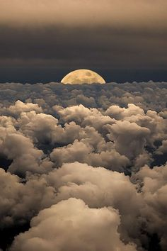 Moon over the clouds | Photography by Victor Caroli